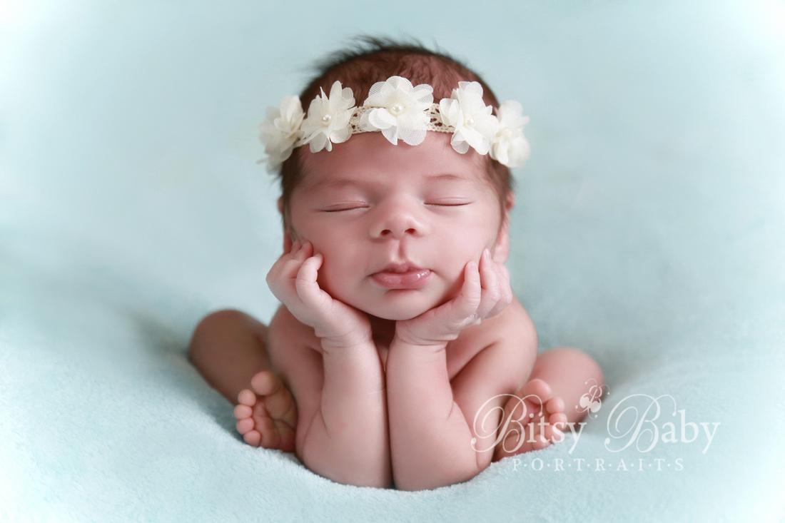 Froggy pose, newborn photography, baby
