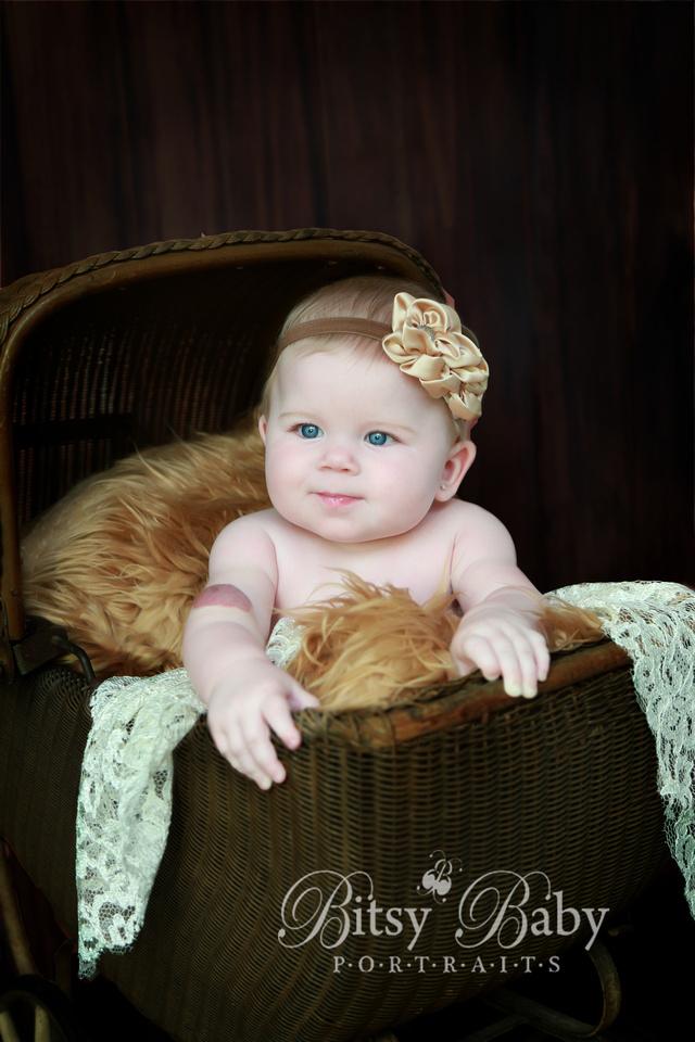 6-month baby photo session, vintage stroller, Flokati rug