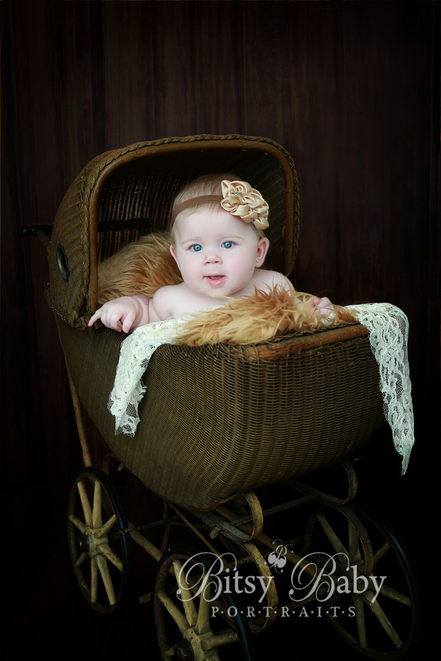 6-month baby photo session, vintage stroller, Flokati rug